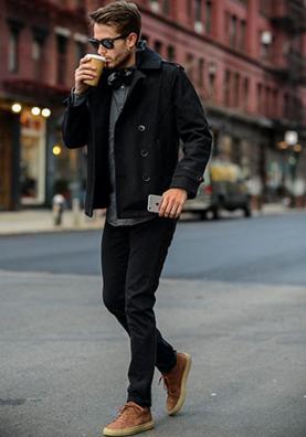 ショート丈のピーコートが似合う男性