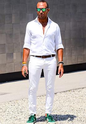 白デニムx白シャツ