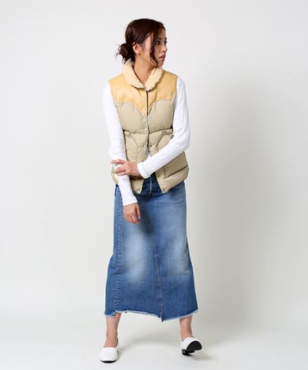 ROCKY MOUNTAIN/ロッキーマウンテン Christy Vestをロングデニムスカートと上手にコーデする女性