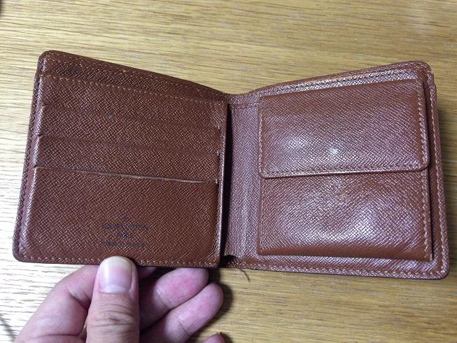 ヴィトンの財布を開けるとシンプルさが良く分かる