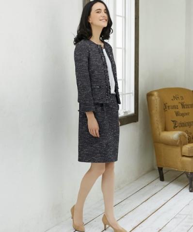 グリーンレーベルのジャケット/ワンピースのセットアップをキレイにコーデする女性モデル