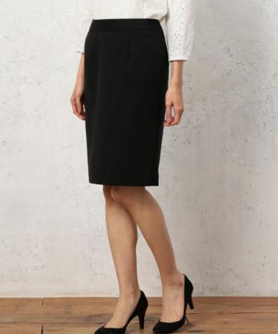 グリーンレーベルのタイトシルエットデザインのスカート
