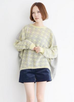 コーデュロイショーツを着こなす日本人女性