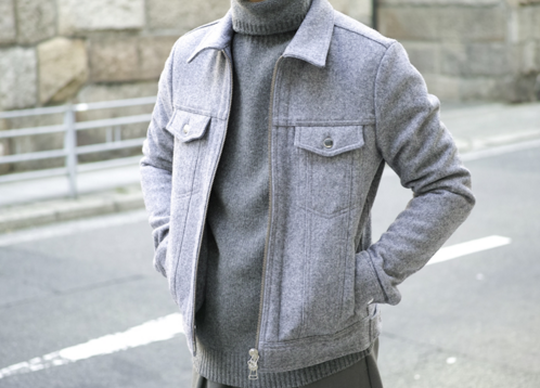 ブルゾンを着る男性