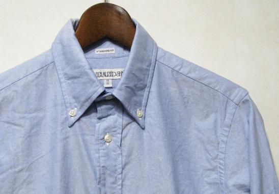オックスフォード生地のシャツ