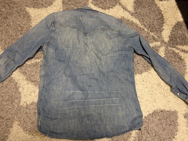レミレリーフデニムシャツの背中面