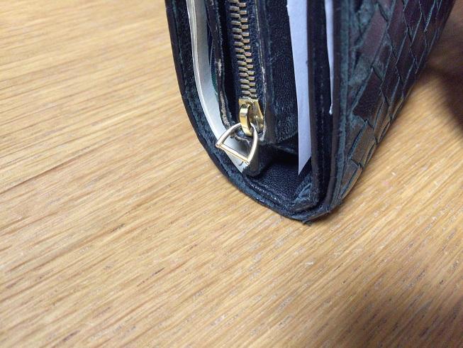 ボッテガベネタ財布のファスナー部分