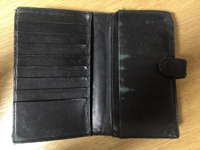 ボッテガ・ベネタの財布を開く